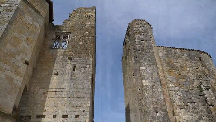 Village Fortifié de Larressingle #Gers #Occitanie #Tv_Locale